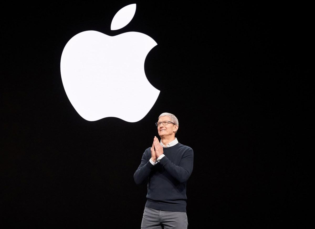 Tim Cook Apple iPhone 12 coche de Apple