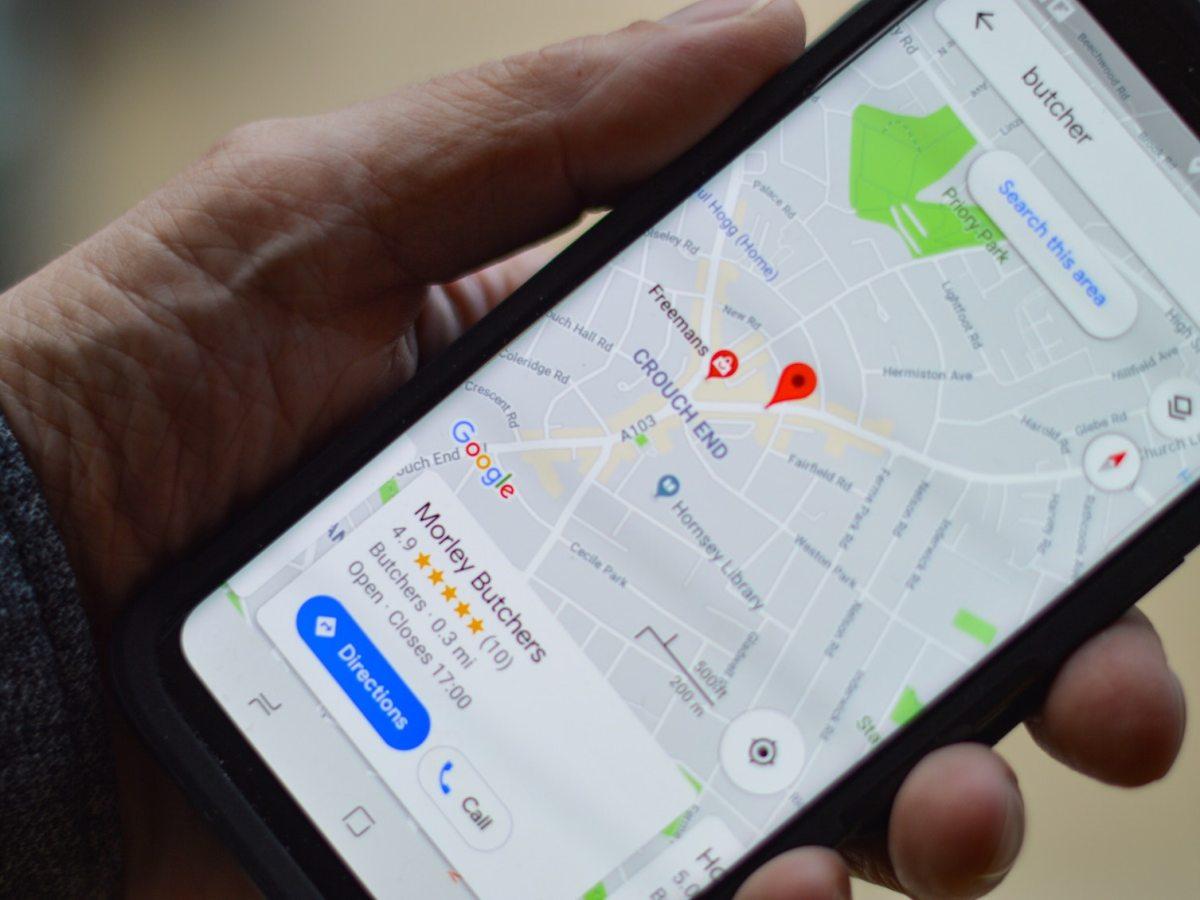 Smartphone con Google Maps