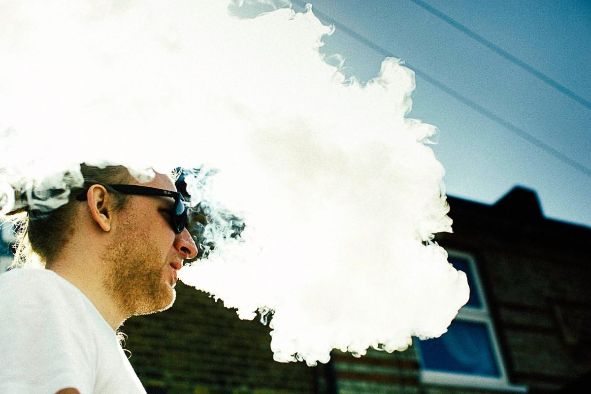 fumar y vapear, Persona vapeando