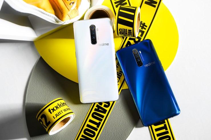 Realme X2 Pro en blanco y azul