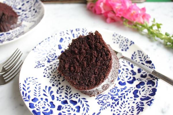 Cinnamon Chocolate Bundt Cake_slice3 | HipFoodieMom.com