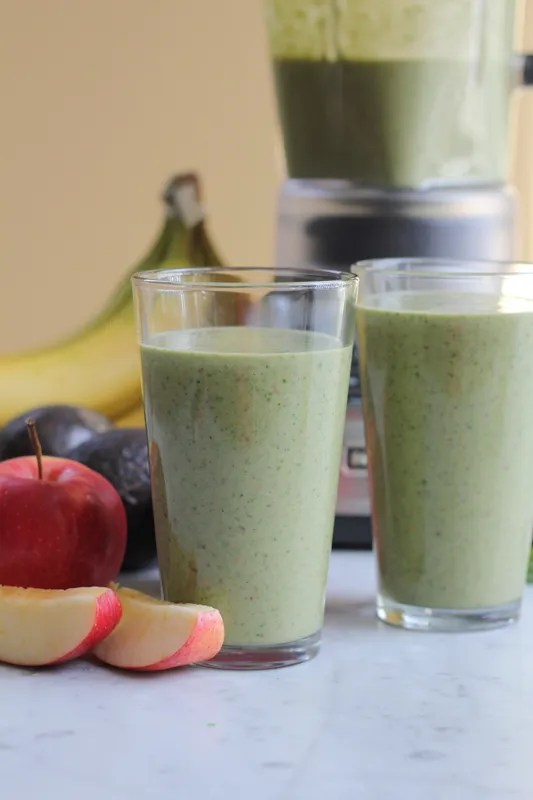 Get your healthy on with this Spinach, Apple, Avocado, Banana and Almond Butter Smoothie! #smoothie #healthy