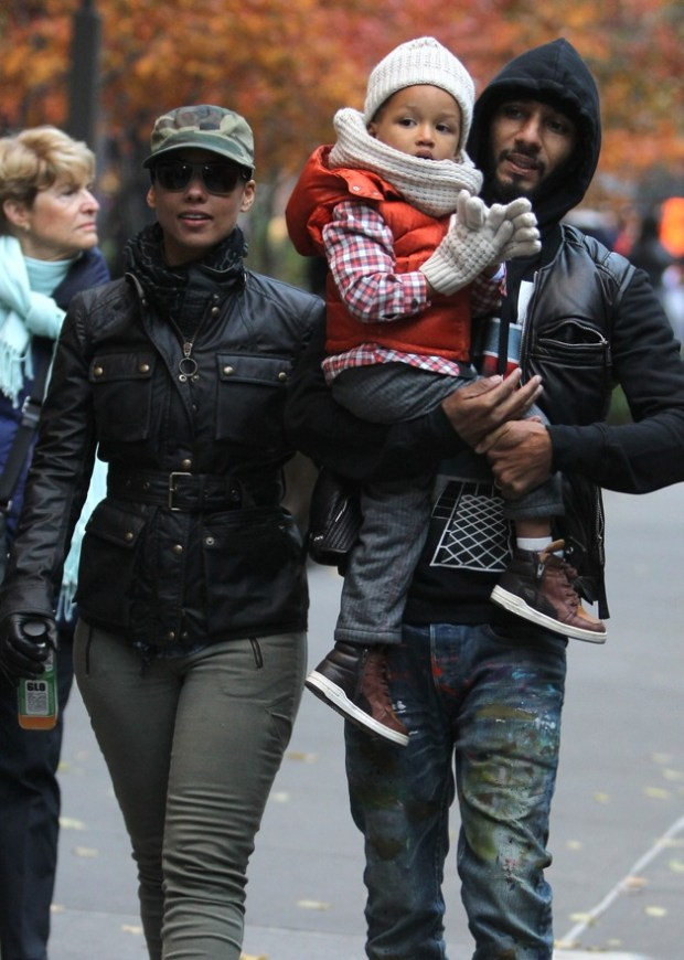 Alicia Keys, husband Kasseem Dean aka Swizz Beatz and their son Egypt Dean with few friends congratulate her brother Cole Cook after New York City Marathon 2013
