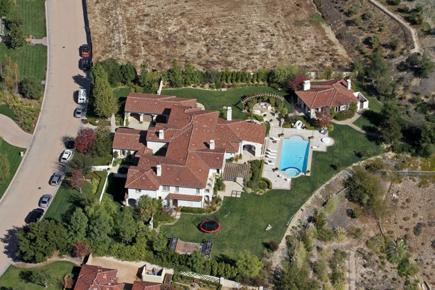 Justin Bieber may have a new neighbor soon as it is being reported that his ex girlfriend Selena Gomez is shopping for a mansion inside his gated community in Calabasas