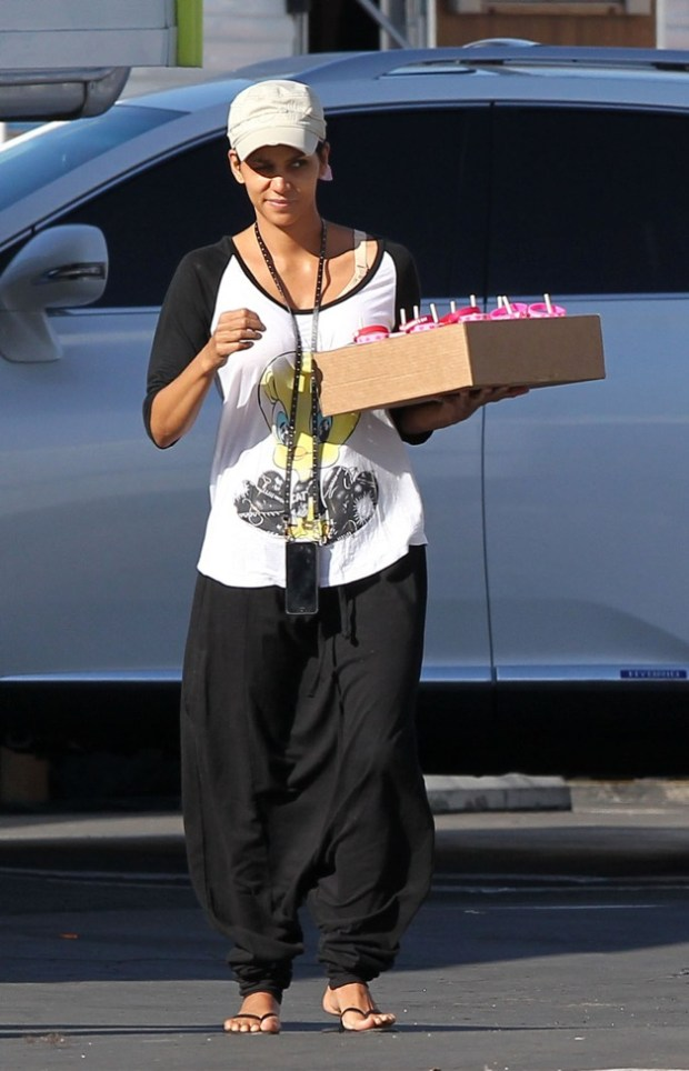Halle Berry carries a box of Valentine's Day treats on the set of her new tv show 'Extant' in Los Angeles