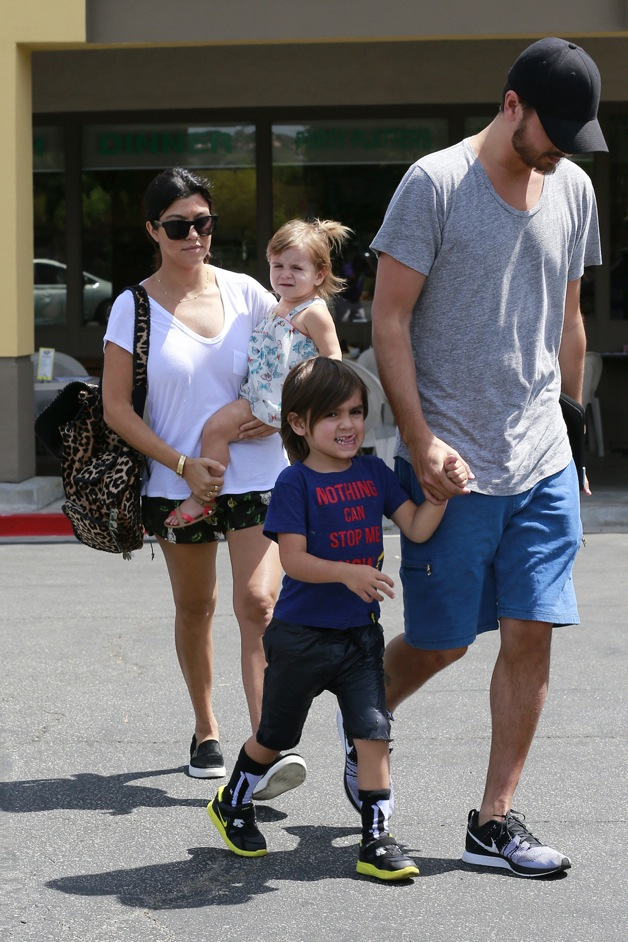 Kourtney Kardashian and Scott Disick head out of Deli Restaurant with their children Mason and Penelope in Los Angeles