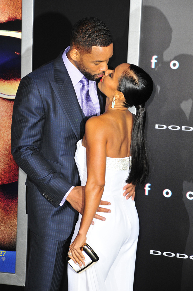 Will Smith and Jada Pinket Smith share a kiss as they attend the movie premiere of 'Focus' at the TCL Chinese Theatre in Hollywood