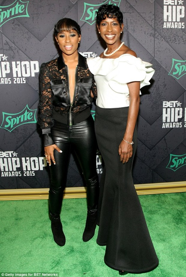 2D41984A00000578-3266787-Family_support_Rapper_Dej_Loaf_brought_her_mother_along_for_the_-m-73_1444448027639