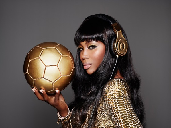naomi-cambell-beats-dre-world-cup__