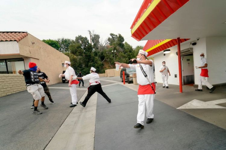 Locals Waited Over 14 Hours For Colorado's First In-N-Out ...