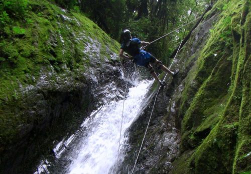 Rapelling_in_banos_ecuador