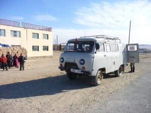 Oud-Russisch-busje-in-Mongolie