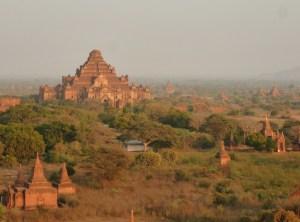Bagan op de fiets