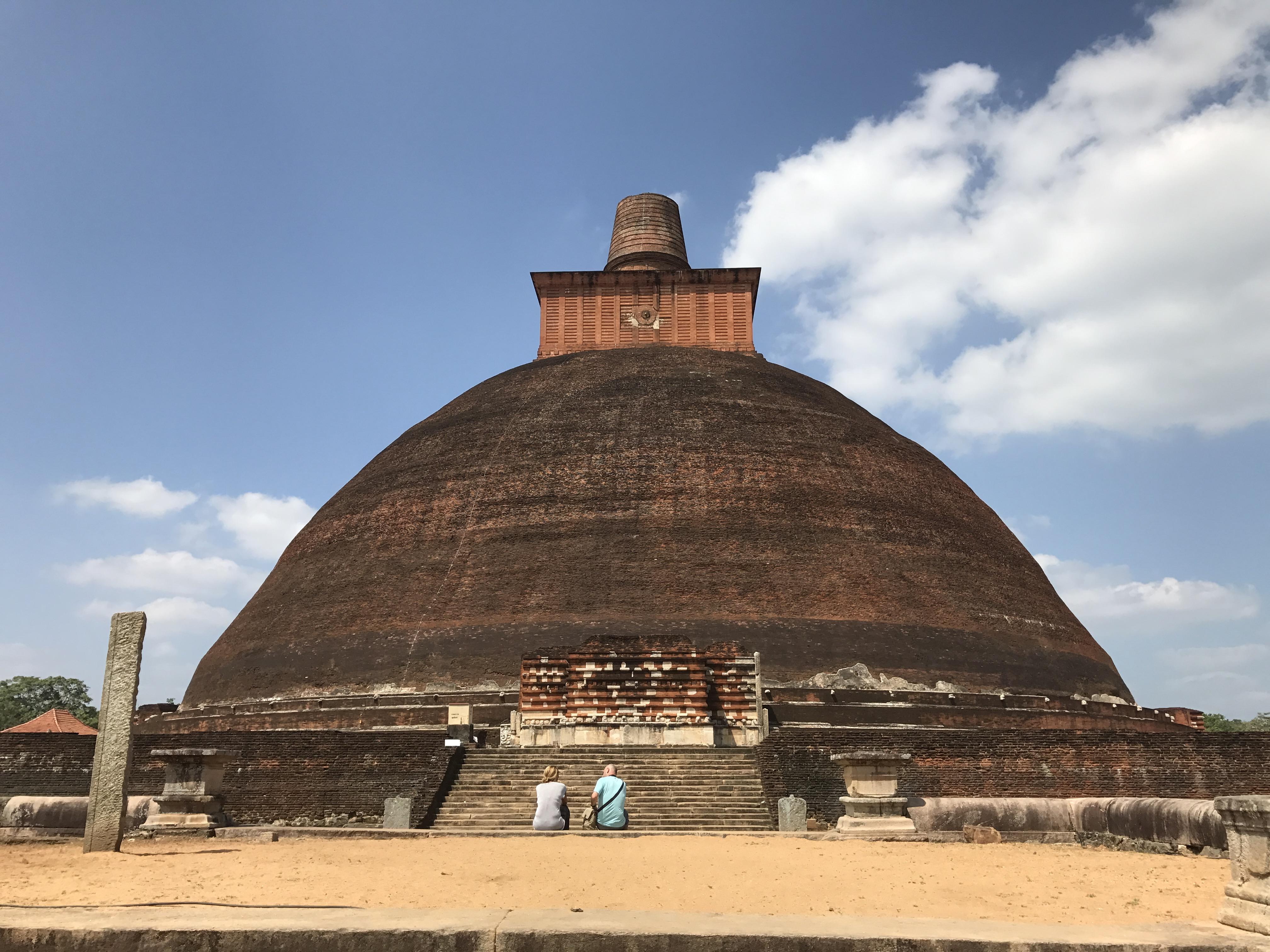 Anuradhapura versus Polonnaruwa
