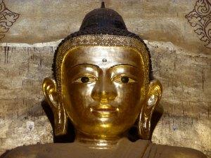 Boeddha in tempel van bagan myanmar