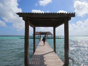 Zwemmen vanaf de public pier in Bacalar Mexico