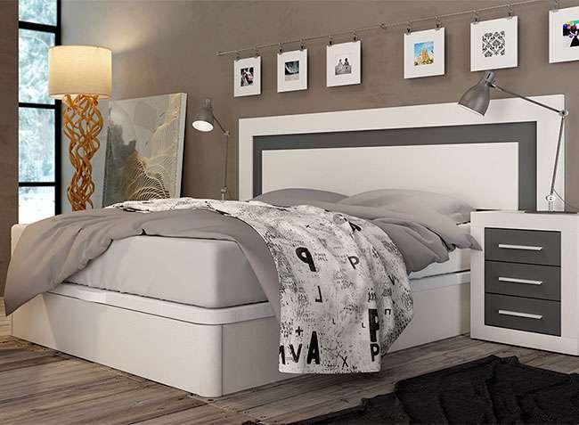 Dormitorio matrimonio blanco y gris cabecero y mesitas
