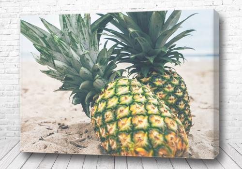 Постер Ананасы на берегу