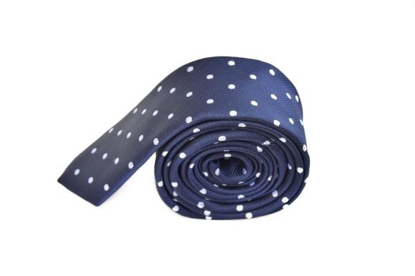 Blauwe stropdas met stippen.
