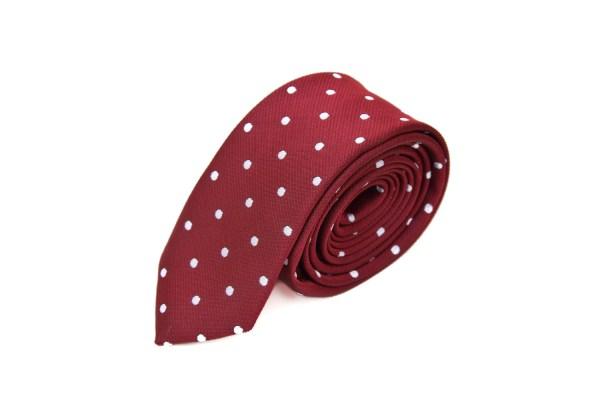 Rode stropdas met stippen.
