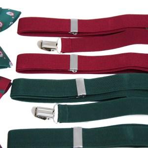 Rode en groene bretels in een pakket met een rood en groen strikje met kerst opdruk.