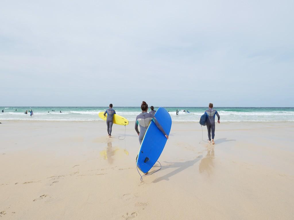 surfing in st ives