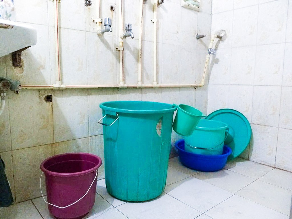 How Do You Take a Bucket Bath in India? - Hippie In Heels
