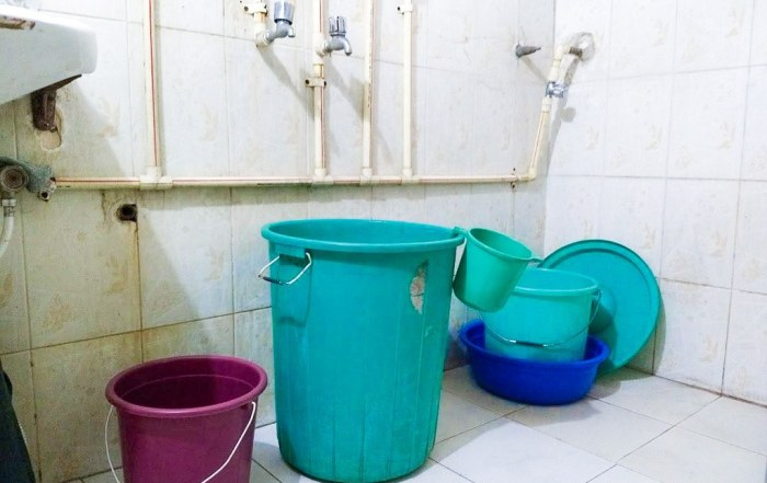 How Do You Take a Bucket Bath in India?
