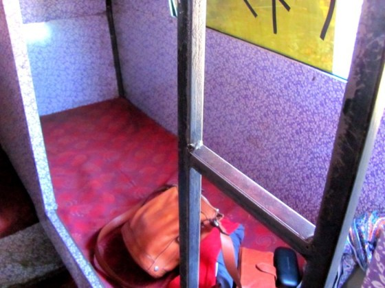 backpacking india budgetbackpacking accommodation, lodging, budget travel, saving money on the road, trains, india, buses