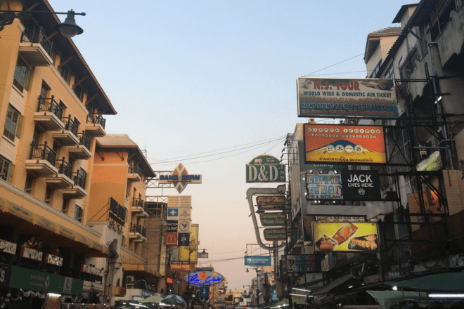 Backpacking in Thailand -Khao San Road // Die Backpacker Meile in Bangkok Titelbild