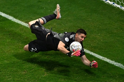 Emiliano Martinez Sends Argentina into Copa Final Against Brazil