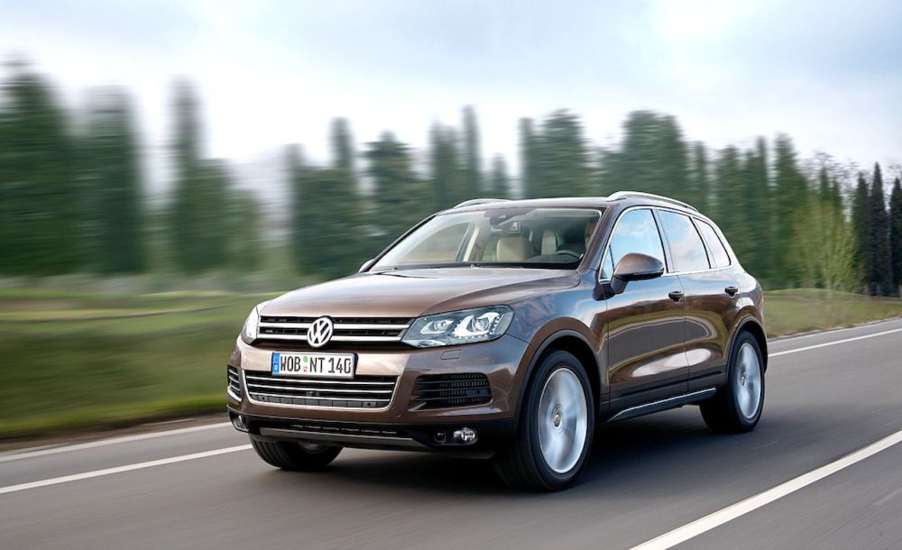 medium resolution of 2011 volkswagen touareg touareg hybrid touareg tdi review car and driver
