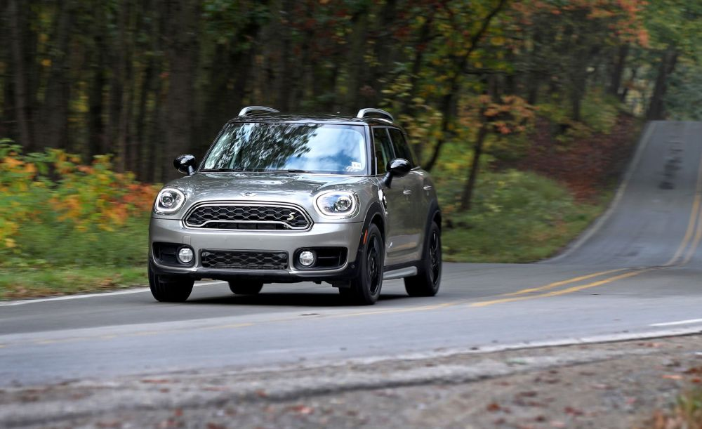 medium resolution of 2018 mini cooper s e countryman all4 plug in hybrid test review car and driver