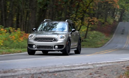 small resolution of 2018 mini cooper s e countryman all4 plug in hybrid test review car and driver