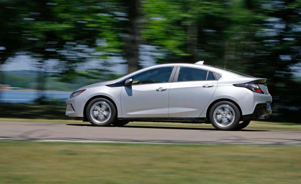 medium resolution of 2017 chevrolet volt premier vs 2017 toyota prius prime advanced comparison test car and driver