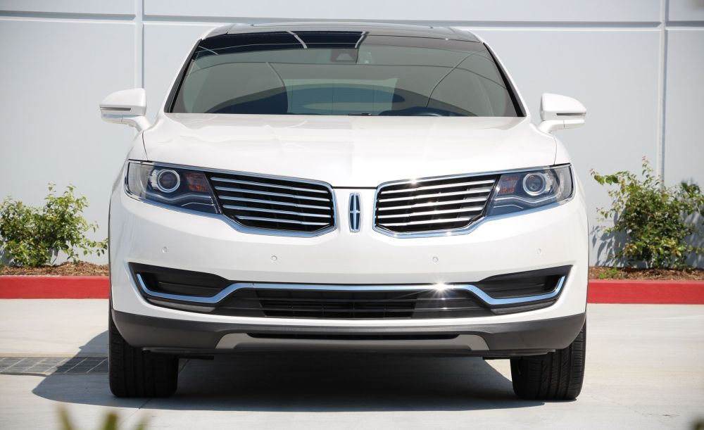 medium resolution of lincoln mkx reviews lincoln mkx price photos and specs car and driver