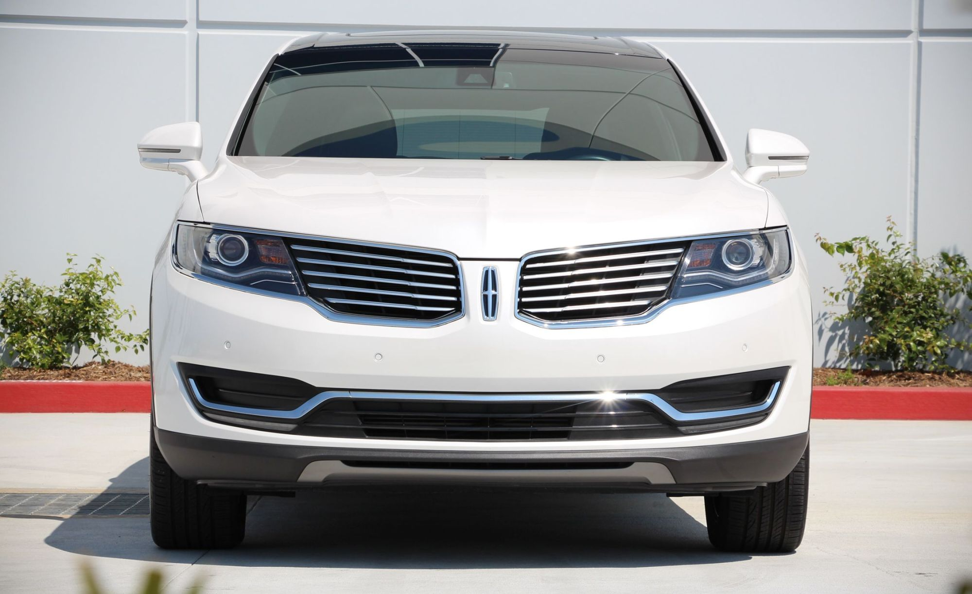 hight resolution of lincoln mkx reviews lincoln mkx price photos and specs car and driver