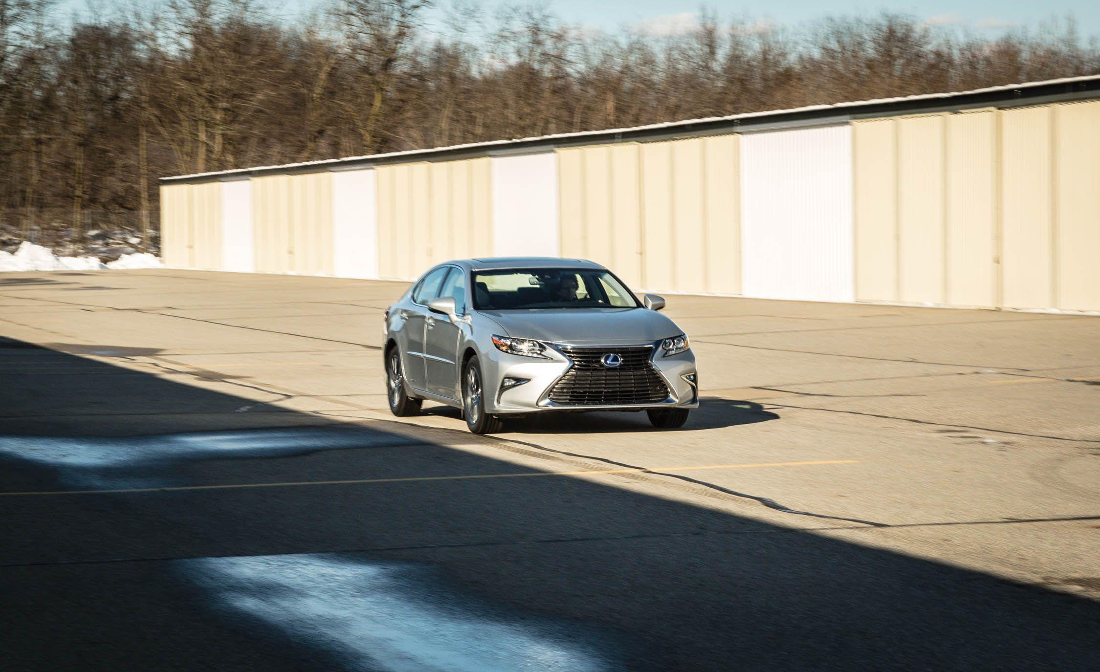 2017 Lexus ES300h Gallery