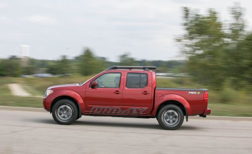small resolution of nissan frontier reviews nissan frontier price photos and specs car and driver