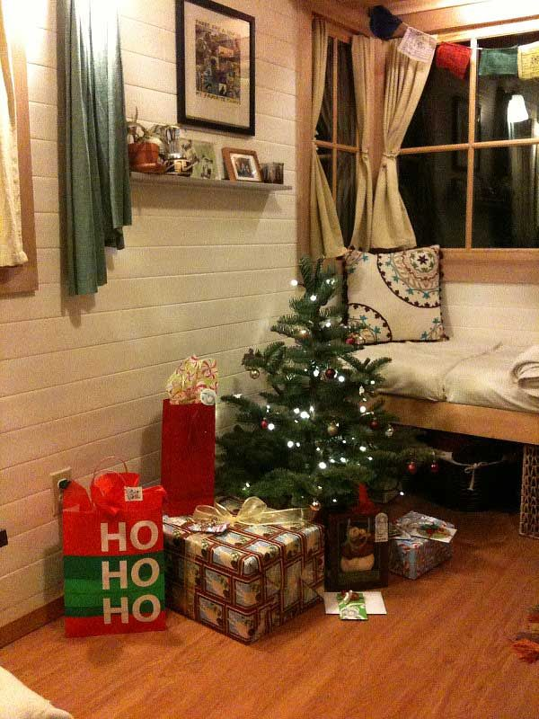 decorate small living room for christmas help me my 16 space decorating ideas tiny house