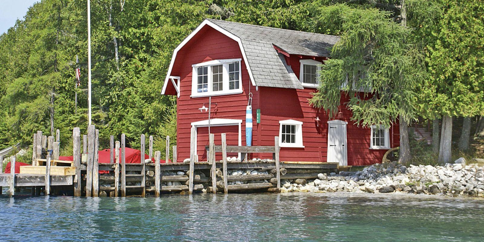 9 beautiful lake homes