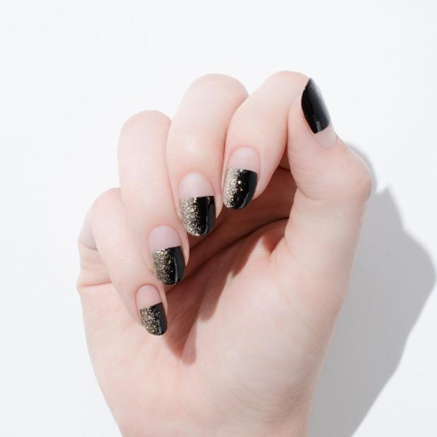 """<p><span class=""""redactor-invisible-space"""" data-verified=""""redactor"""" data-redactor-tag=""""span"""" data-redactor-class=""""redactor-invisible-space"""">Go halfsies with a half black nail, with its own horizontal glitter ombre.</span></p><p><em data-redactor-tag=""""em"""" data-verified=""""redactor"""">Design by<span class=""""redactor-invisible-space"""" data-verified=""""redactor"""" data-redactor-tag=""""span"""" data-redactor-class=""""redactor-invisible-space""""></span></em><a href=""""https://www.instagram.com/p/BLtxCtIjNBF/"""" target=""""_blank""""><em data-redactor-tag=""""em"""" data-verified=""""redactor"""">@cassandre__marie</em></a><br></p>"""