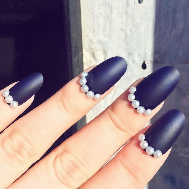 """<p>If you want three-dimensional glam, tryKayleigh Jean's sunday pearls desgin.</p><p><em data-redactor-tag=""""em"""" data-verified=""""redactor"""">Design by<span class=""""redactor-invisible-space"""" data-verified=""""redactor"""" data-redactor-tag=""""span"""" data-redactor-class=""""redactor-invisible-space""""></span><a href=""""https://www.instagram.com/p/BLmSnSCBd03/"""" target=""""_blank"""">@kayleighjeana</a></em><em data-redactor-tag=""""em"""" data-verified=""""redactor""""></em></p>"""
