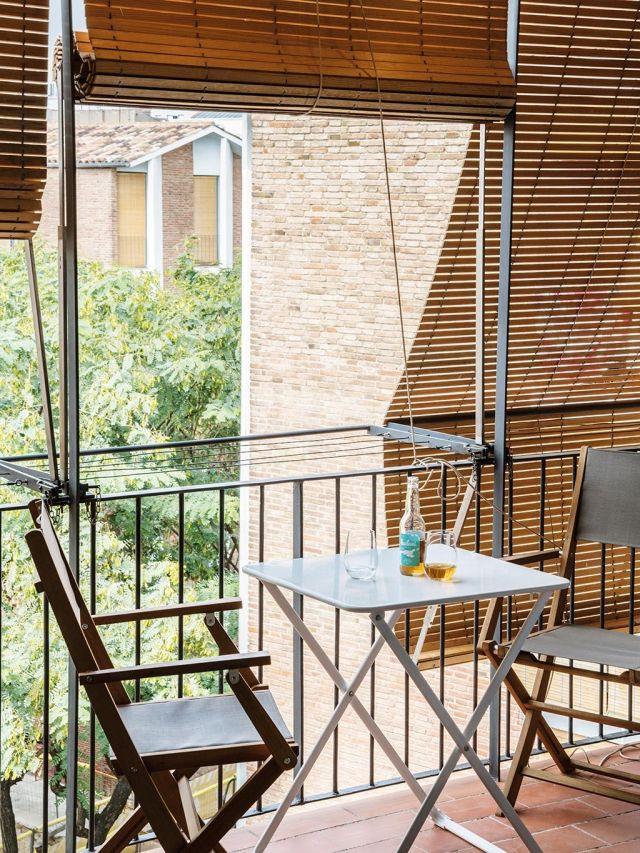 terraza pequeña con comedor plegable