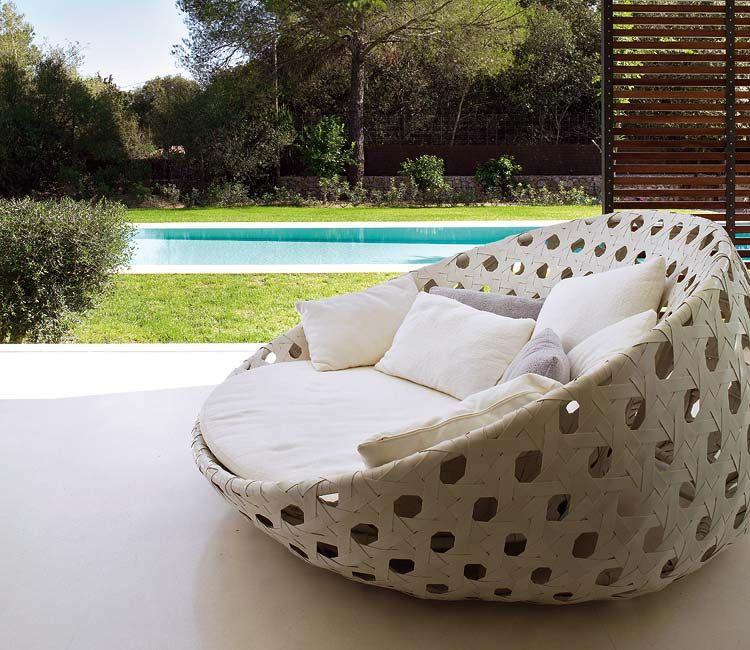 Tumbonas y camas con estilo para tomar el sol