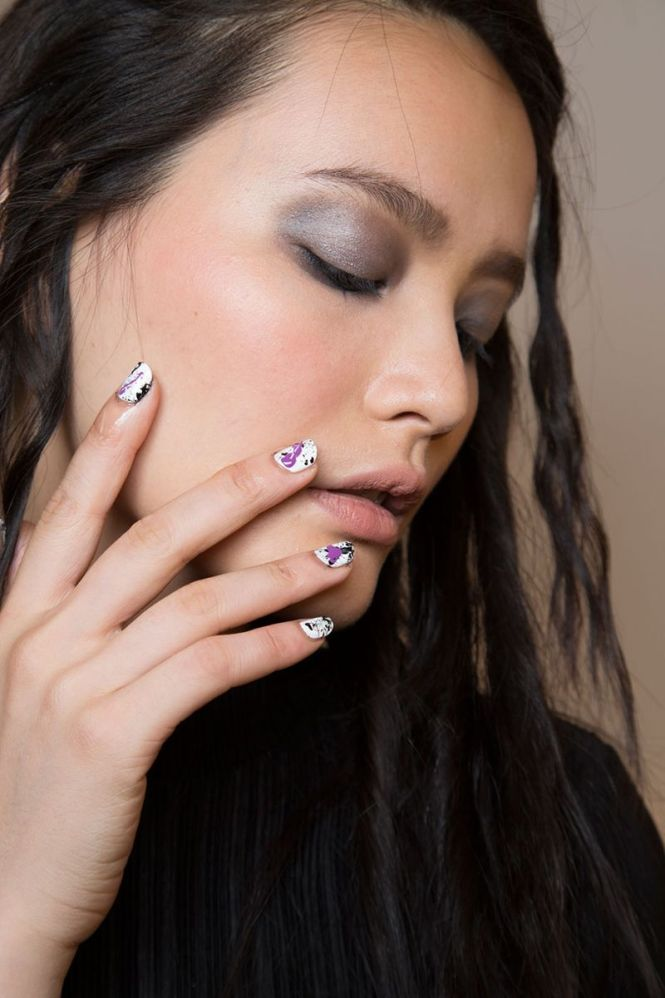 Minimalist Metallic Stripes Spring 2016 Nail Art Trends Check It Out At