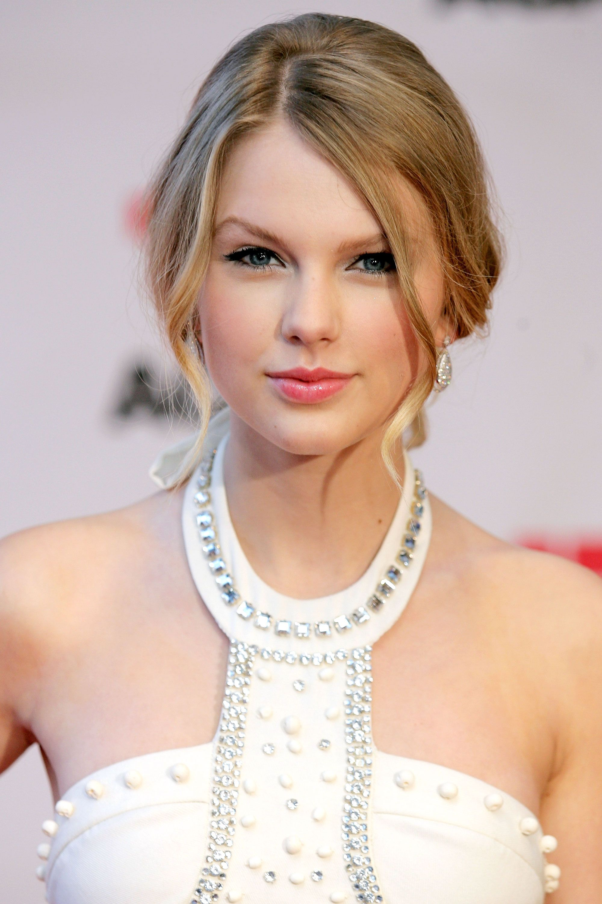 Taylor Swift Hairstyles Taylor Swift's Curly Straight Short