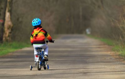 Never Make These 7 Mistakes When Teaching Someone to Ride | Bicycling