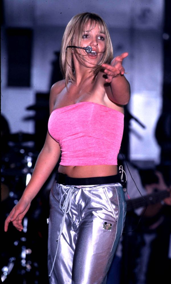 90s Britney Spears Outfits Famous People In 2018 T