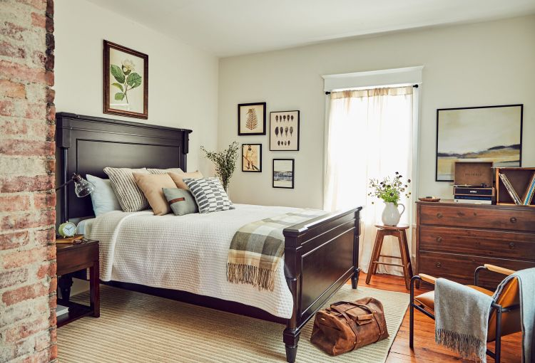 How To Seriously Cozy Up A Guest Bedroom